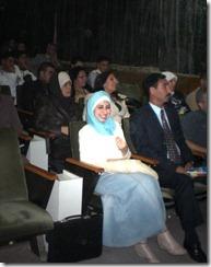 صورة لـِ طل الملوحي في إحدى فعاليات الشبيبة تبتسم (قبيل إعتقالها)ـ