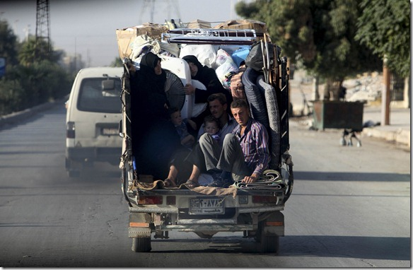 صورة من حلب، الأهالي ينزحون - Syrians ride in a car with their belongings to escape the the fighting in Aleppo October 16, 2012. REUTERS/Asmaa Waguih